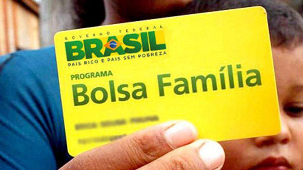 Guedes se posiciona a favor do Bolsa Família