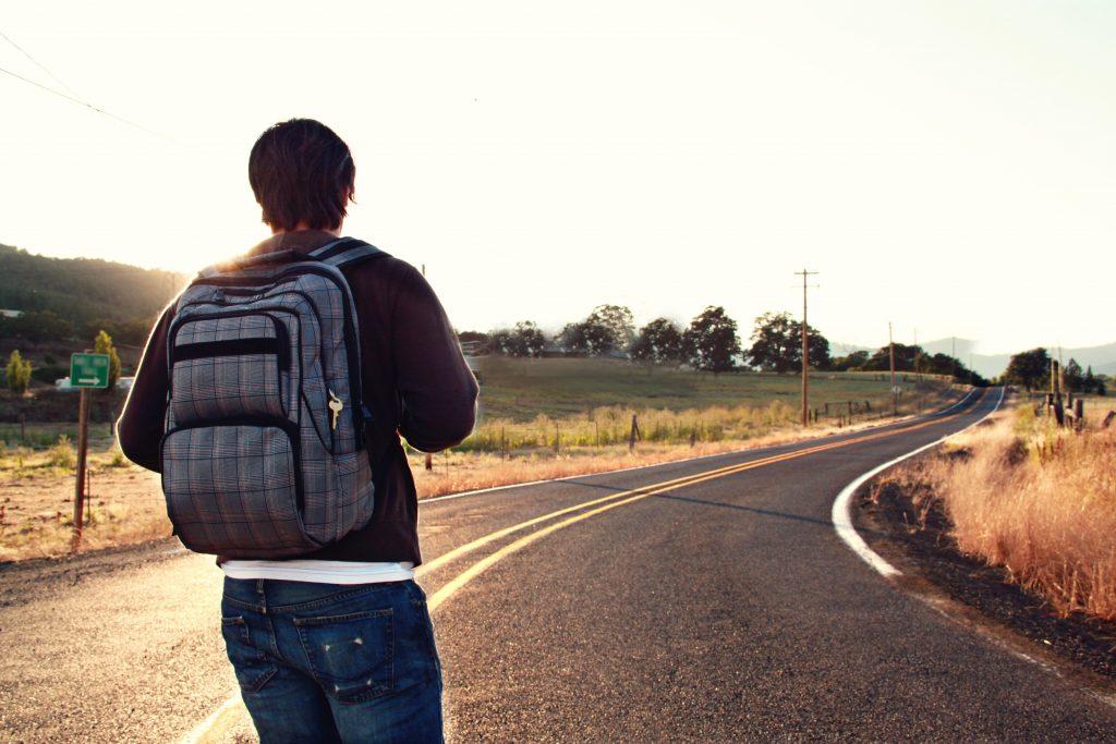 Estudando na estrada indo viajar.
