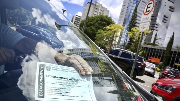 Credencial de vaga para idosos em Curitiba: como funciona?